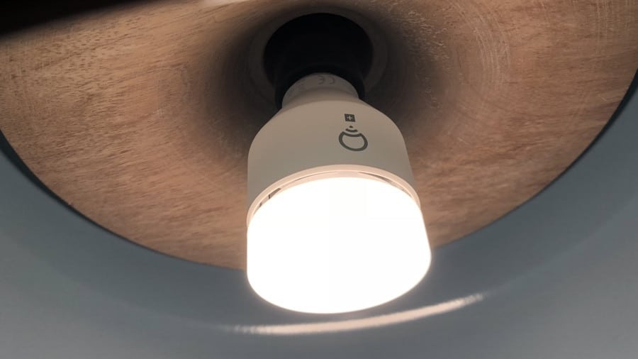 Do Smart Bulbs Connect To The Internet?